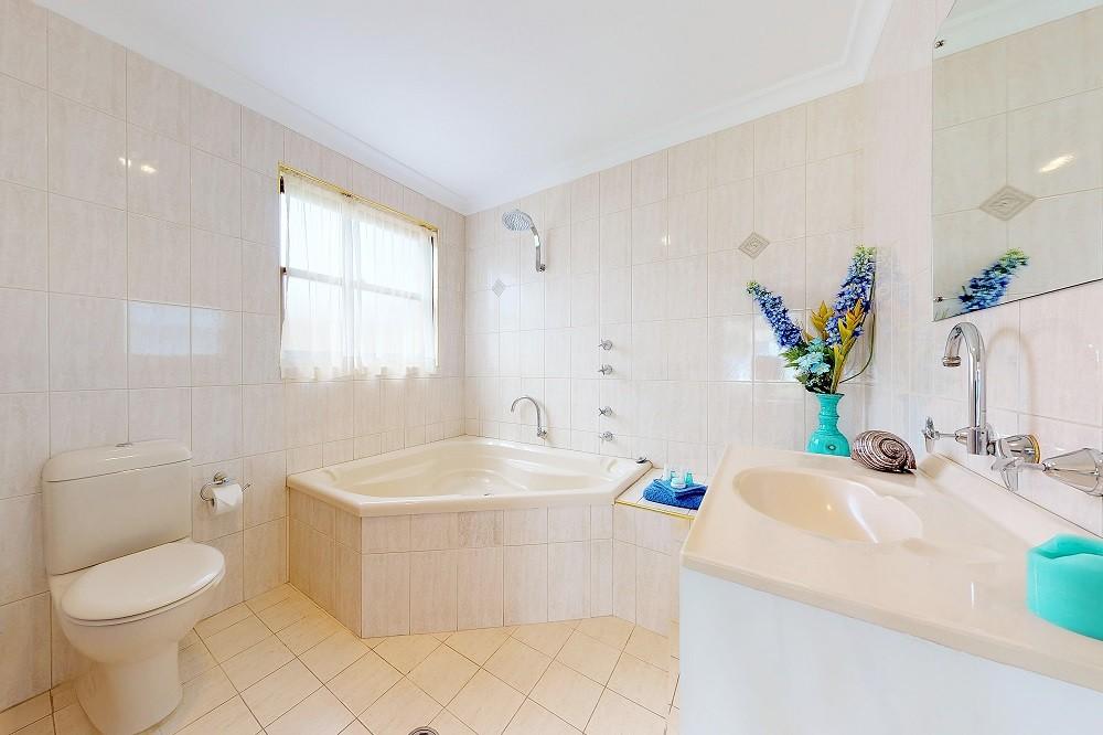 paradise-beach-apartments-downstairs-bathroom-